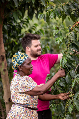 Tom Hunt with a female coffee farmer at the Kabngetuny coffee cooperative