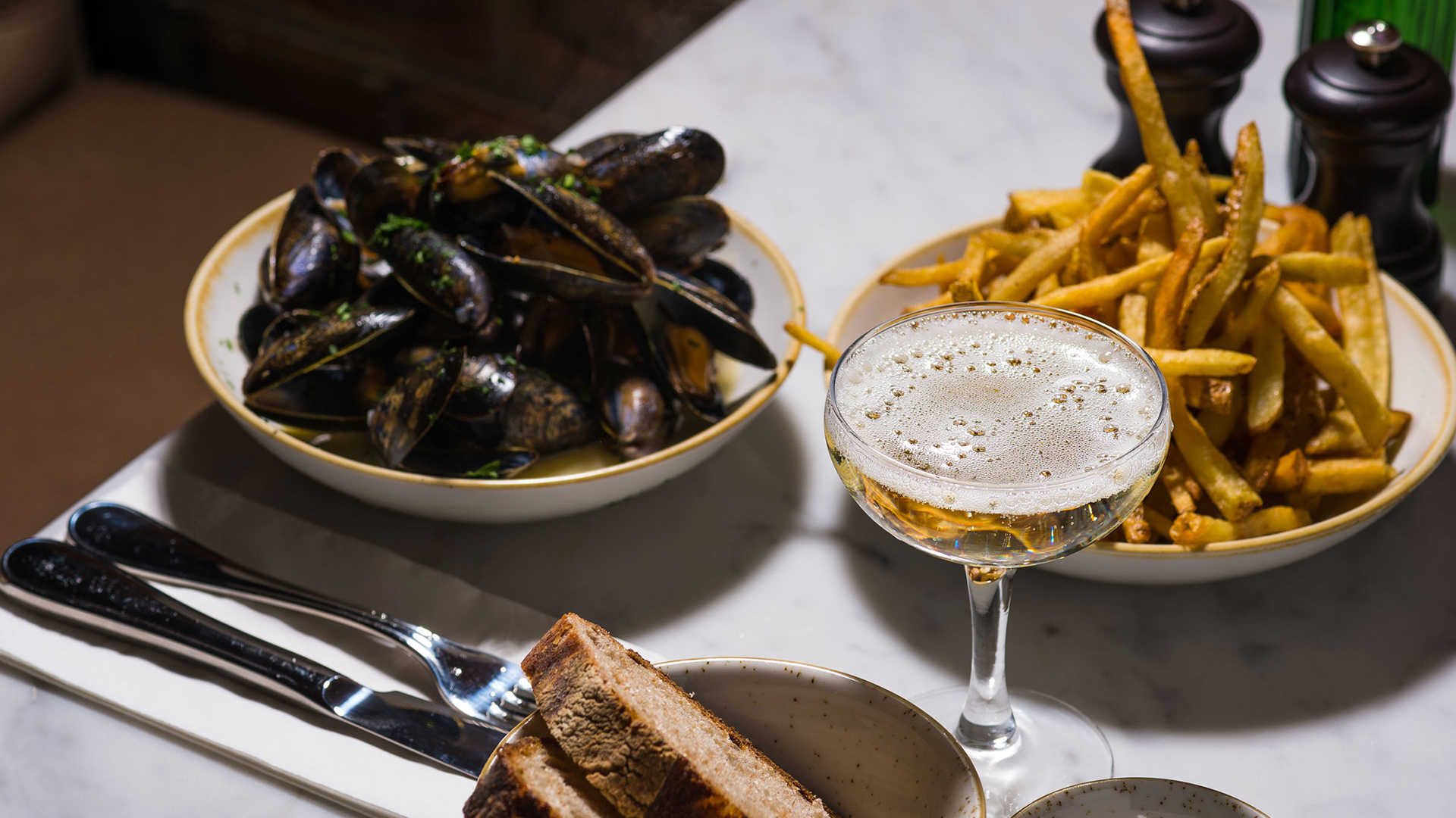 Moules marinière at Petit Pois. Photography by Addie Chinn