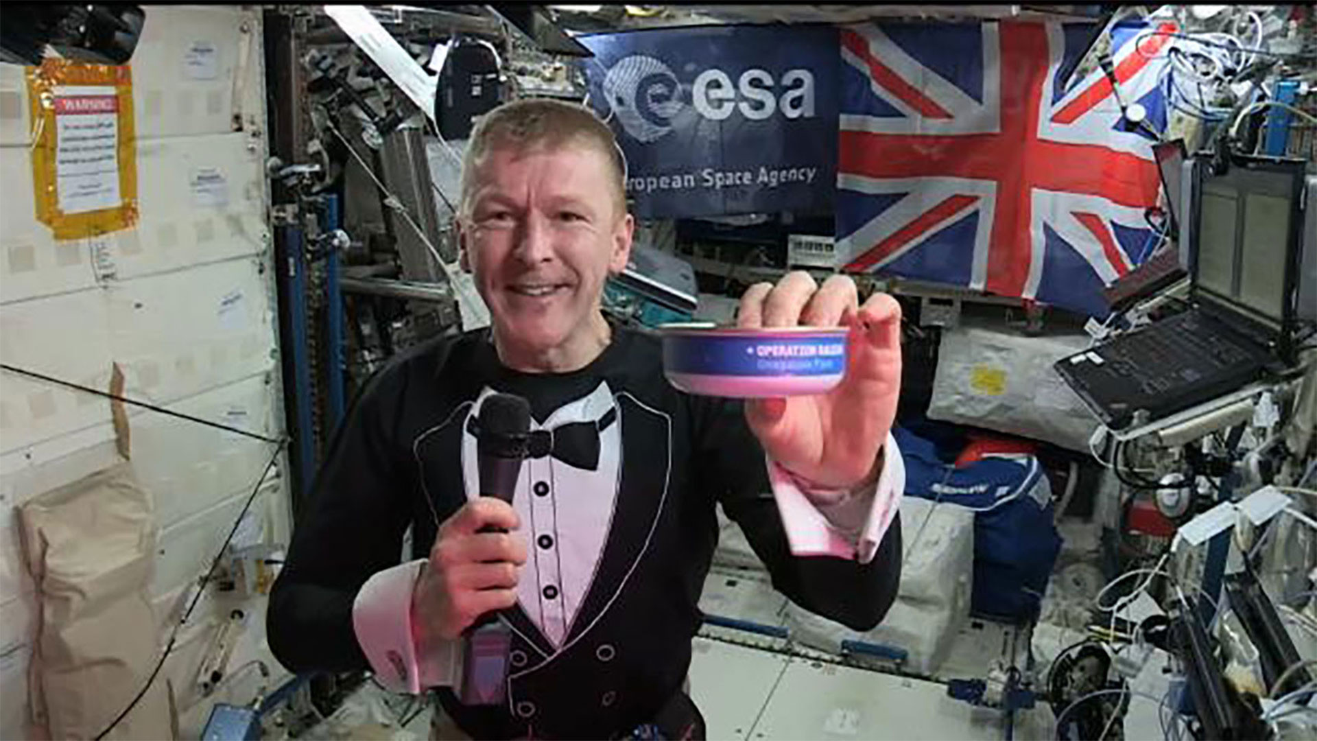 British astronaut Tim Peake enjoying Heston's space food in the International Space Station, via VT