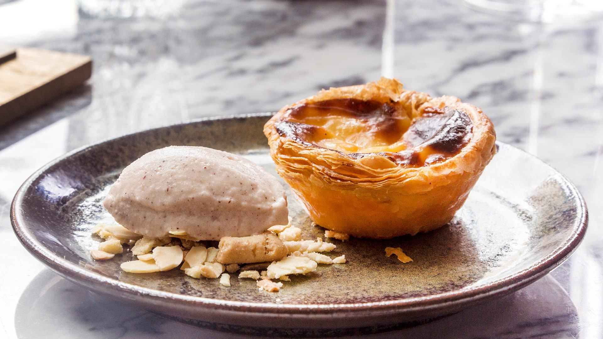 Pastel de nata with cinnamon ice cream