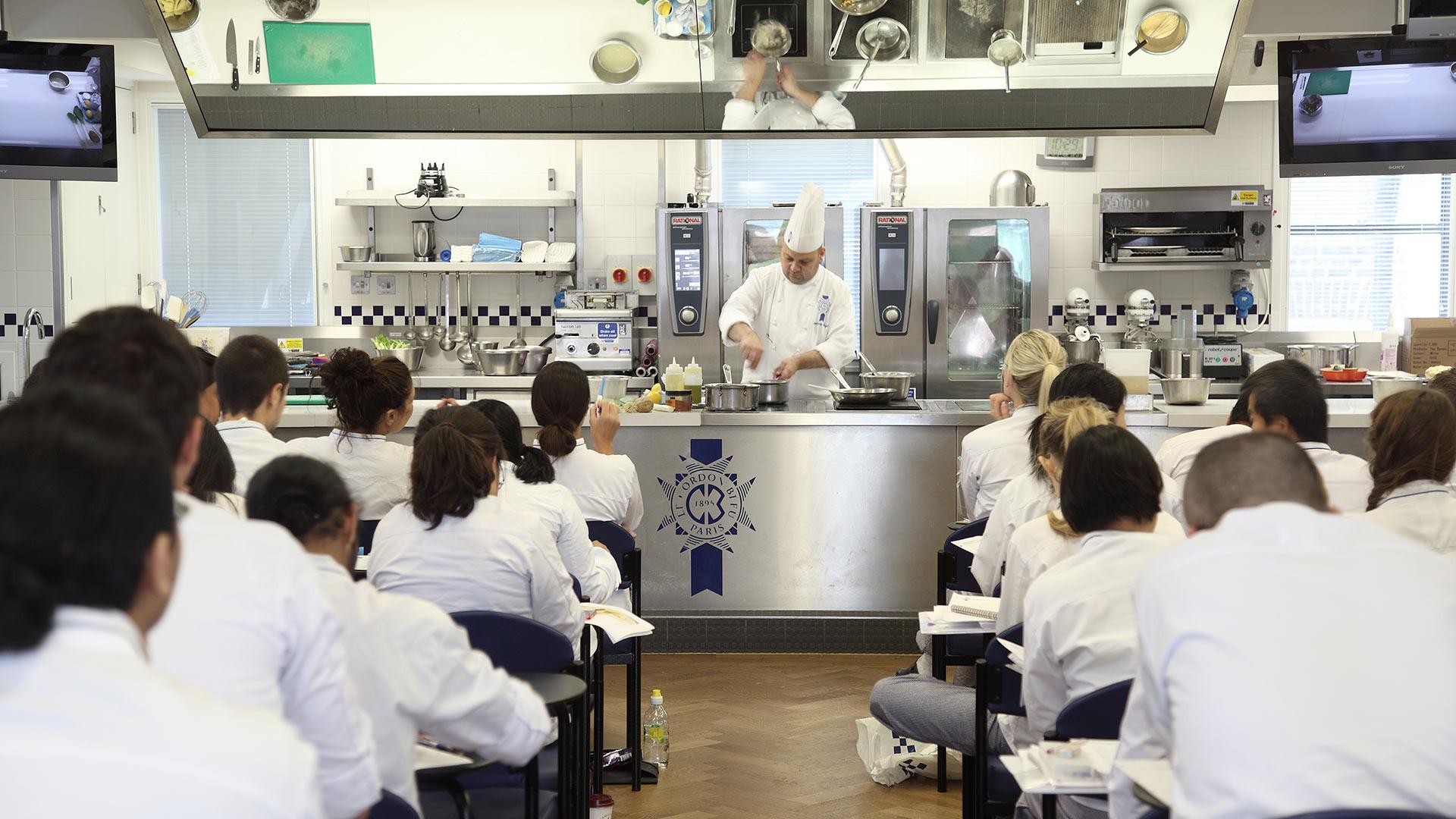 A class at Le Cordon Bleu