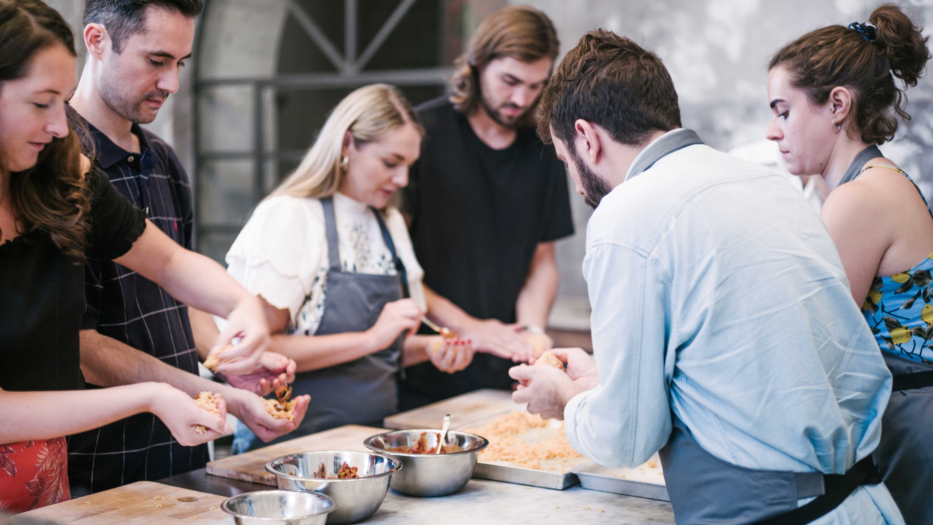 Merlin Labron-Johnson teaching some kitchen skills during The Thinking Traveller's week-long 'culinary experience' at Rocca delle Tre Contrade