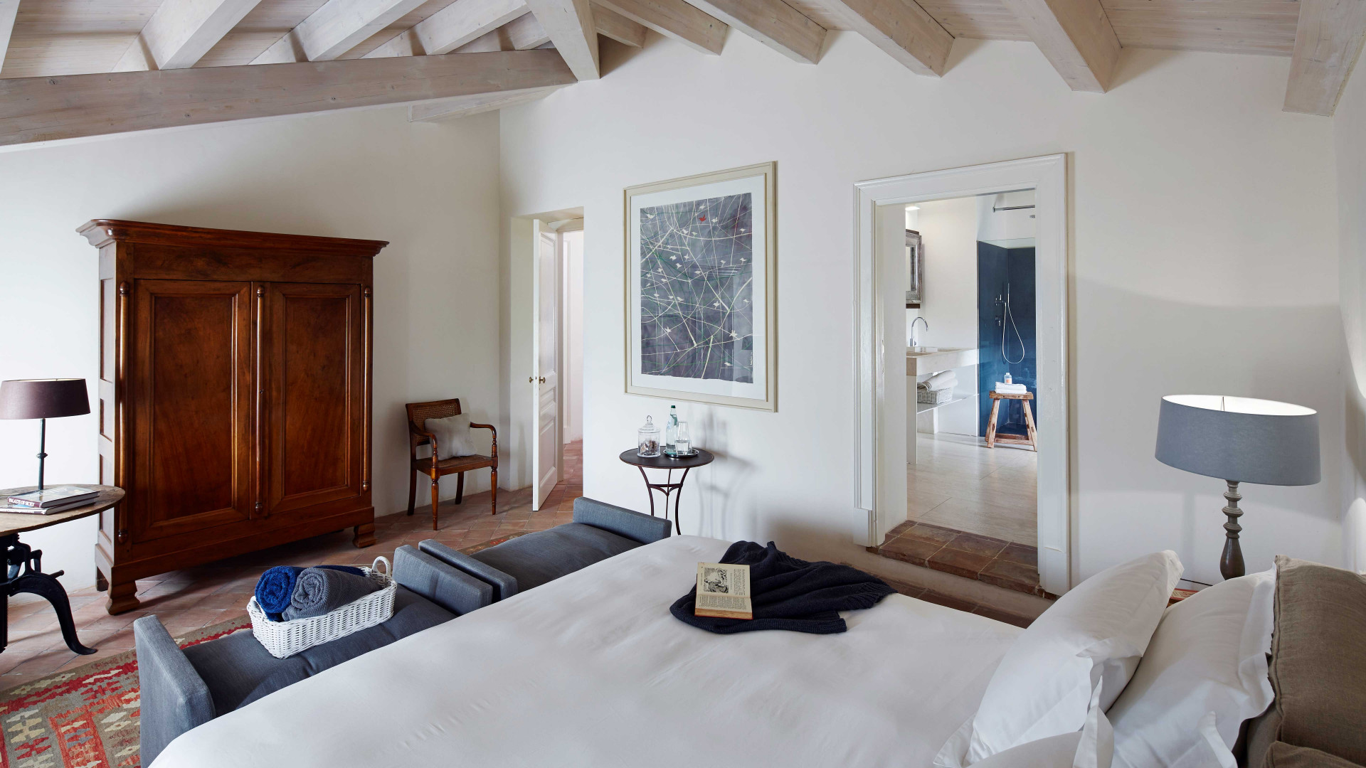 The luxurious bedrooms at Rocca delle Tre Contrade