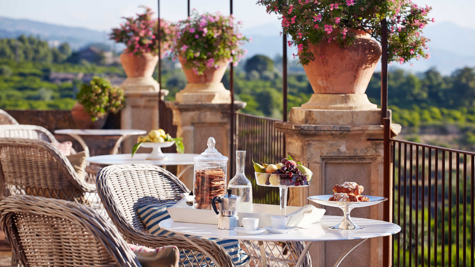 Dining and drinking al fresco is always an option at Rocca delle Tre Contrade