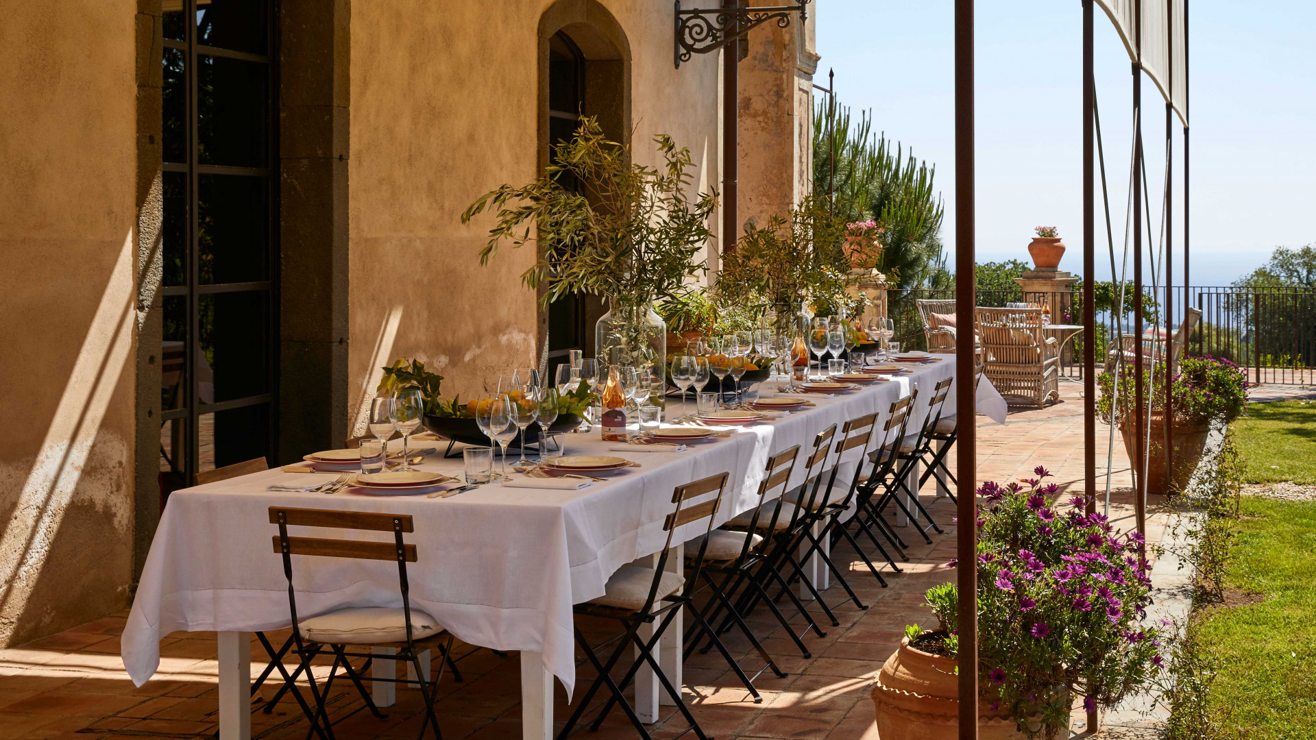 Dining al fresco is always an option at Rocca delle Tre Contrade