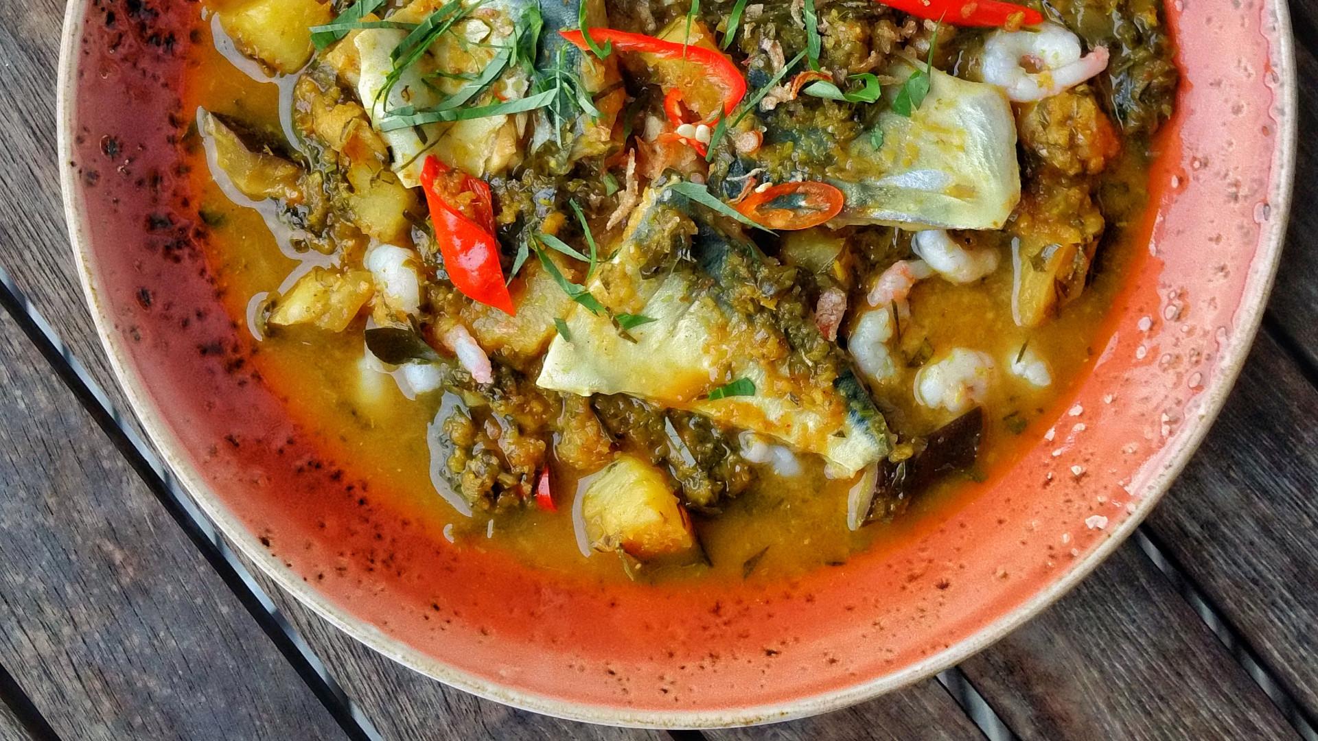 Mackerel and pineapple 'assam pedas' curry