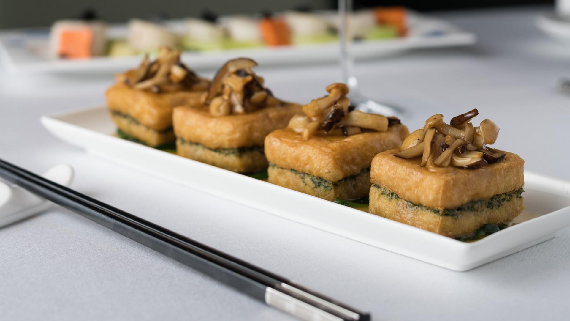 Braised spinach tofu with mushrooms