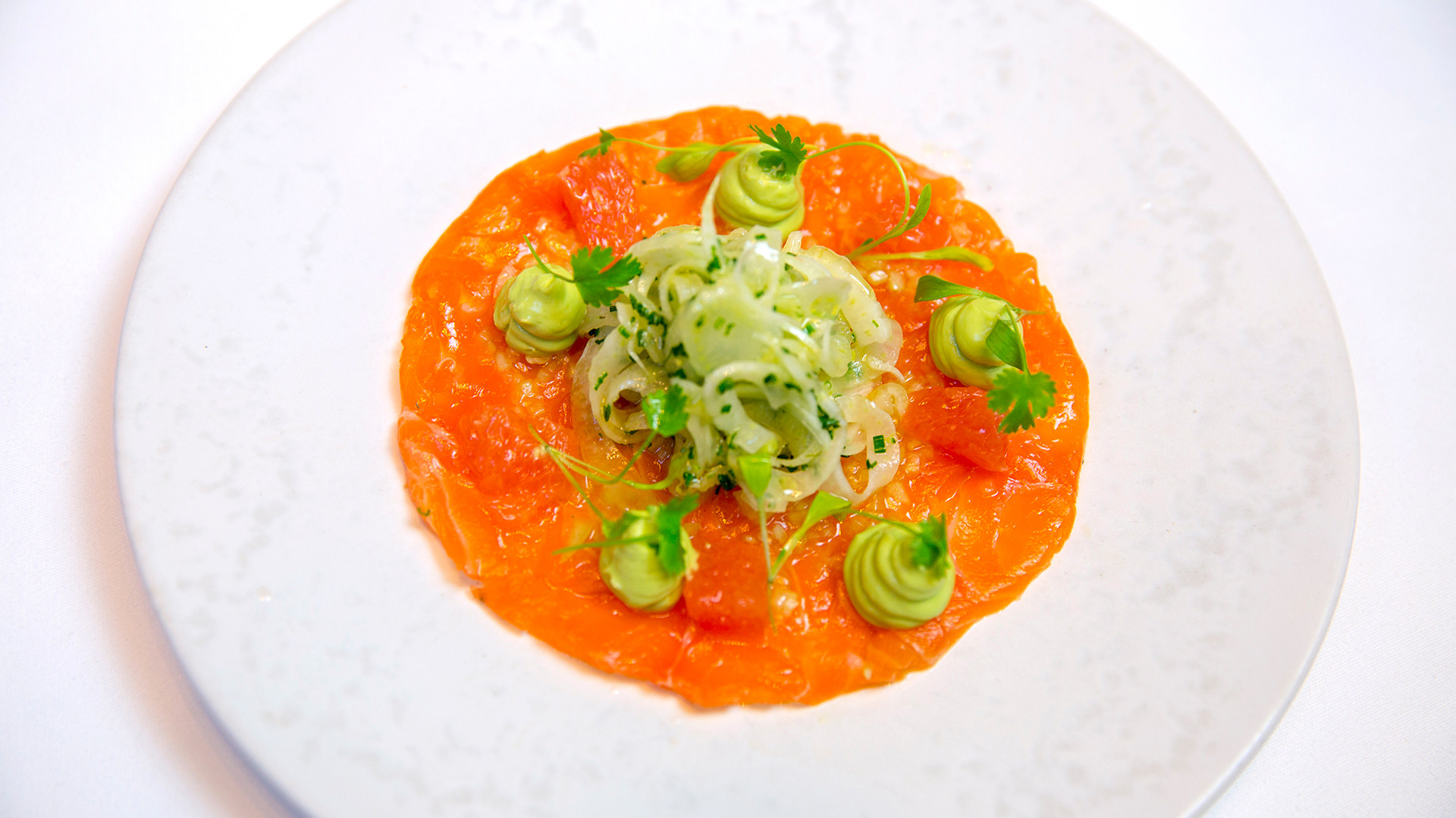 Cured Loch Duart salmon, fennel, avocado purée and ruby grapefruit