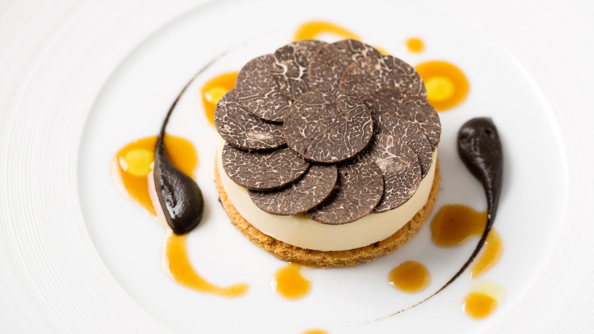Black truffle, Périgord Jerusalem artichoke, Noir de Bigorre ham