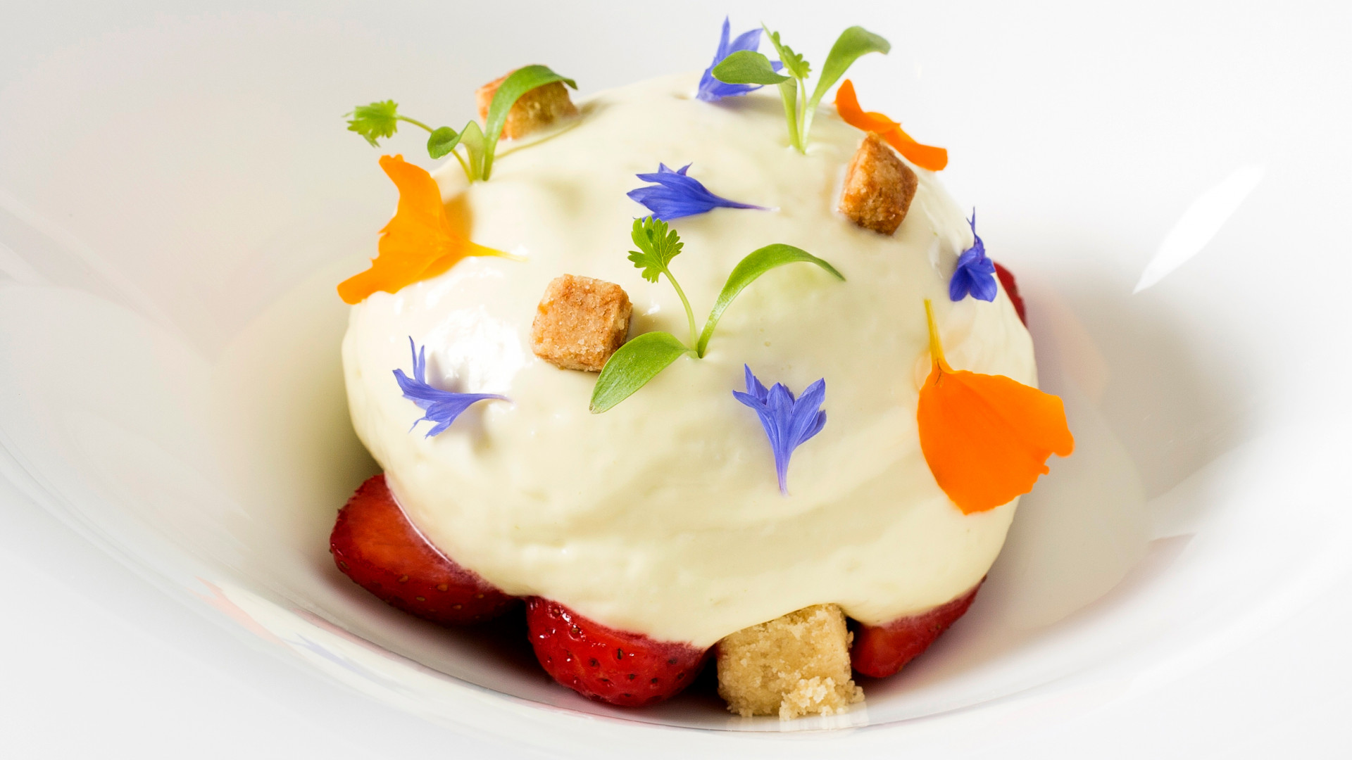 Strawberry gariguette, olive oil, basil