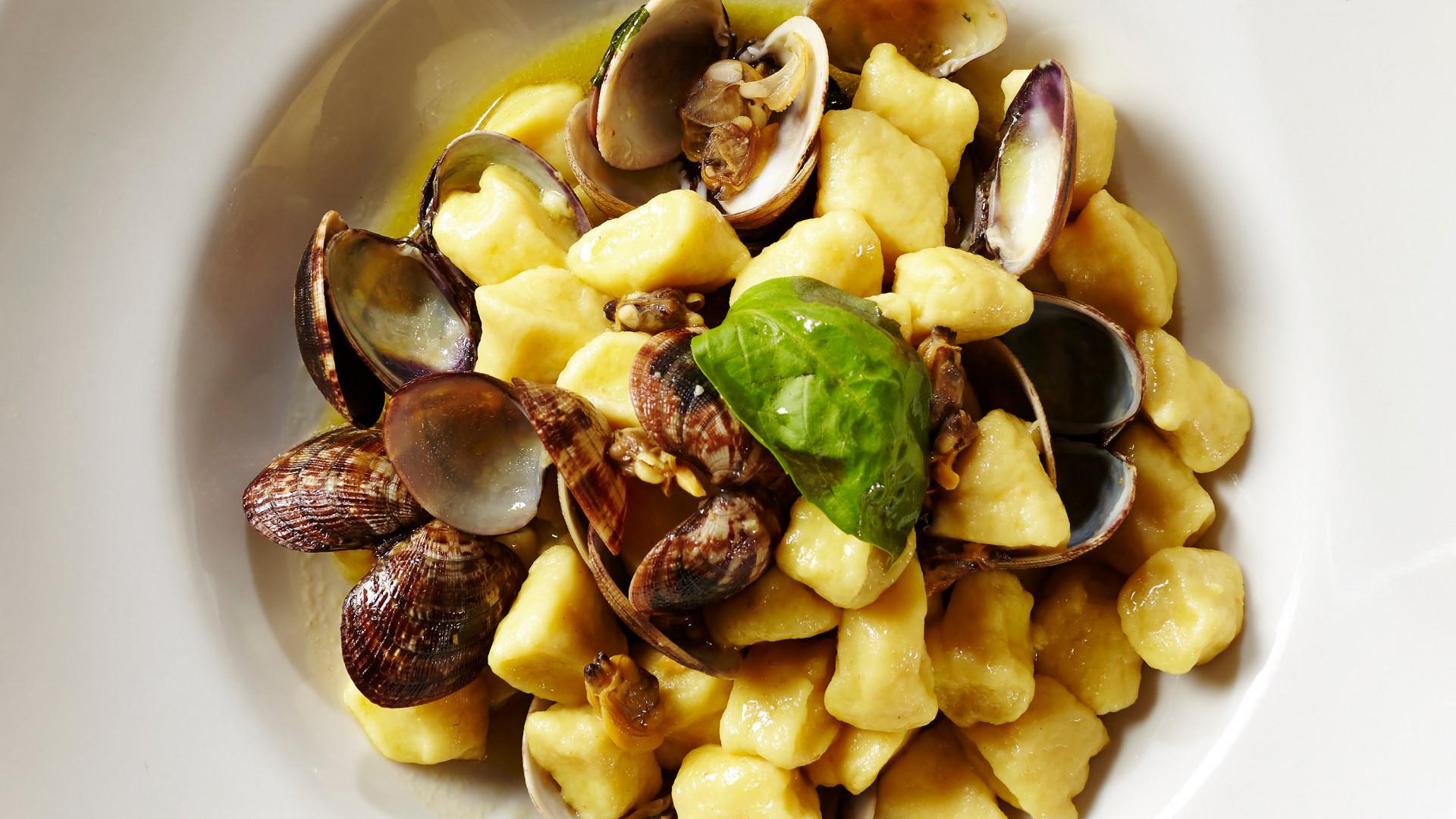 Gnocchi vongole e pistacchio