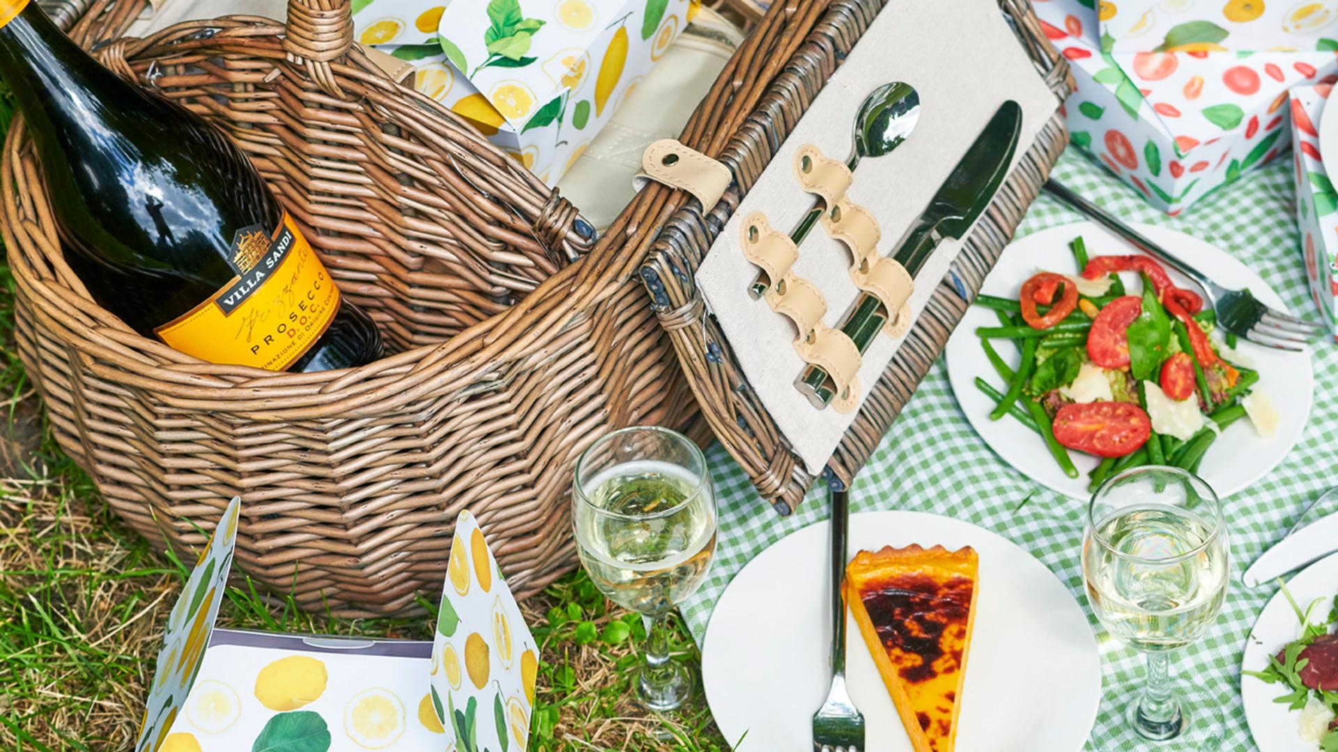 Theo Randall prosecco picnic hamper