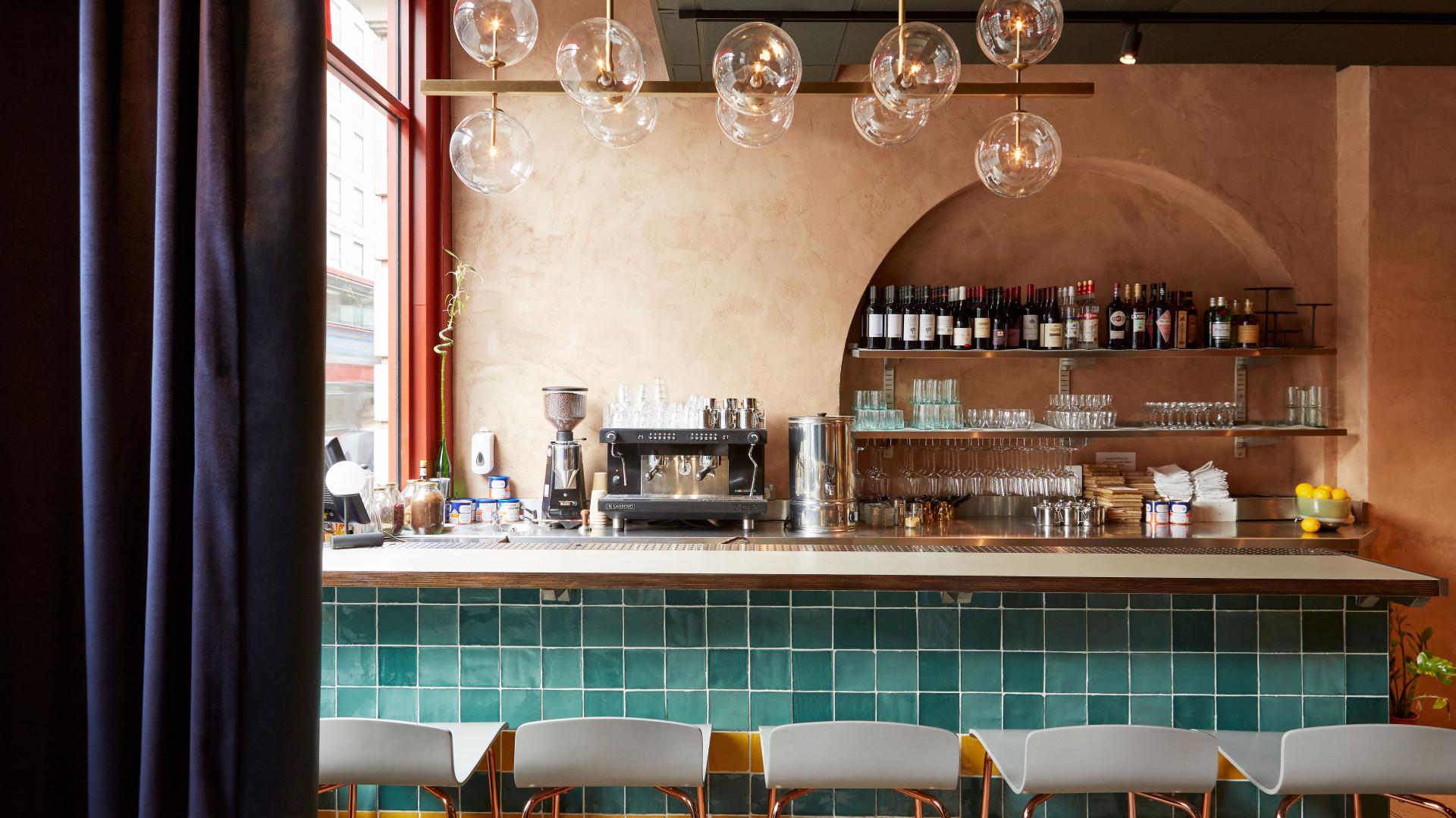 Honey & Smoke: the bar