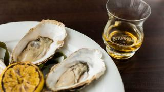 Bowmore whisky and oysters