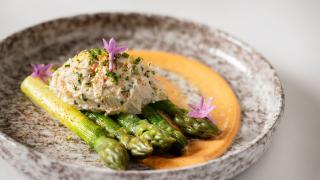 Crab and gold rush apple salad, green asparagus and mimosa dressing