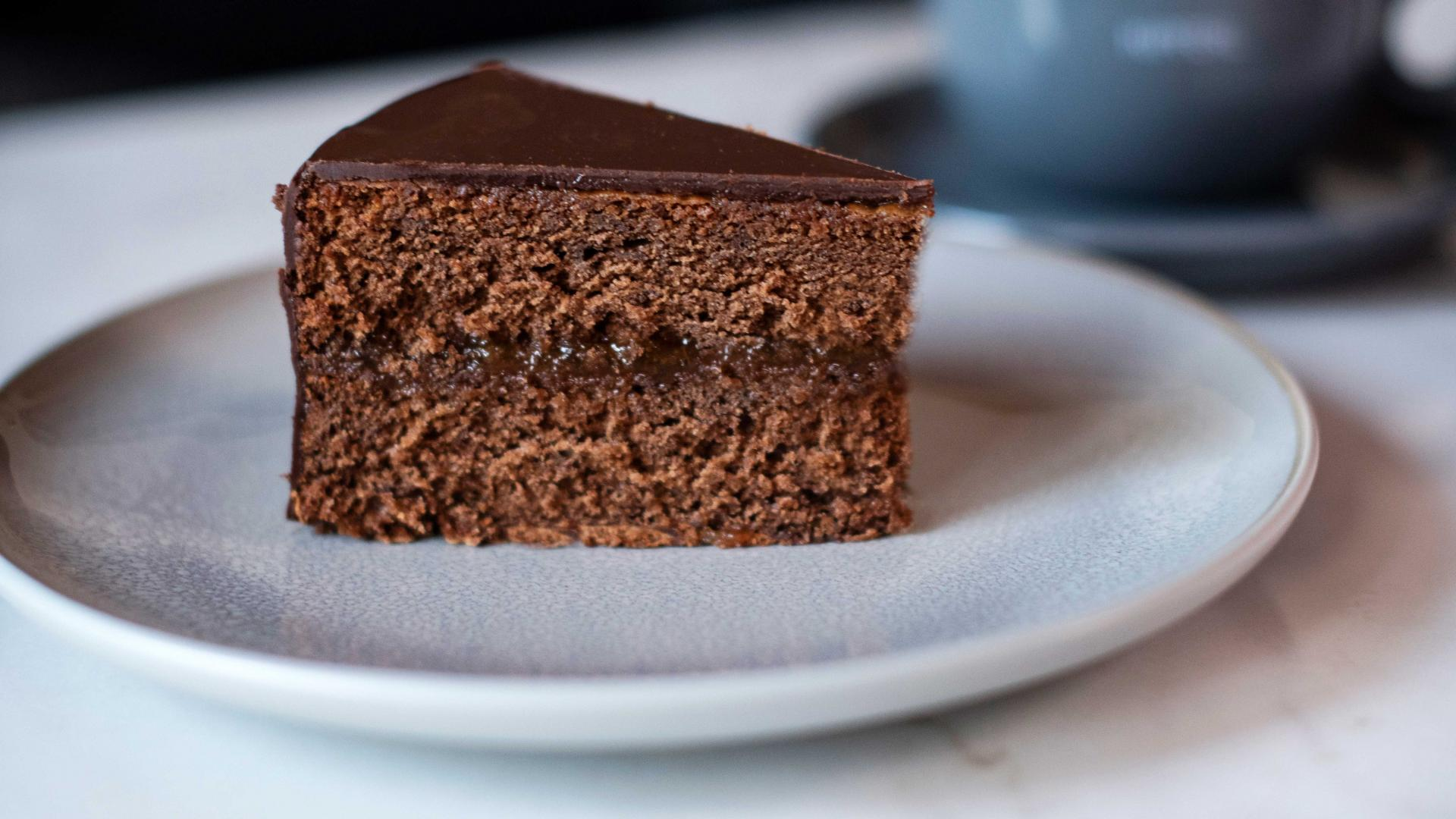 Dessert delivery London: A slice of sachertorte from Kipferl