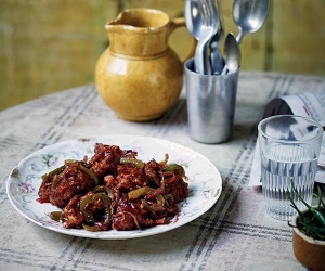 Chetna Makan's hot and spicy chilli chicken with green pepper